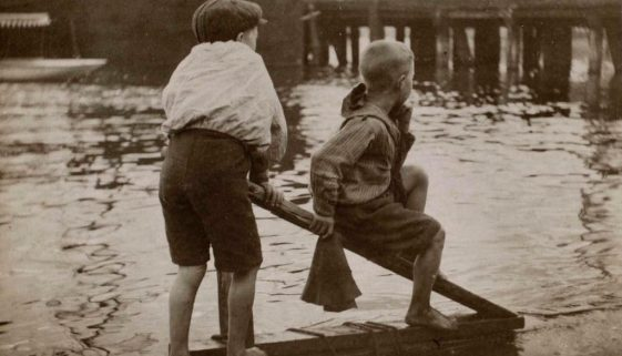 harold cazneaux two boys on a raft syd hbr 1905 ANMM grab copy